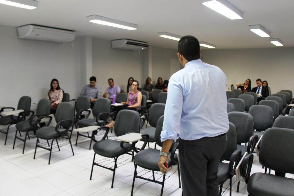 Juízes e assessores participam de curso sobre direito contratual bancário