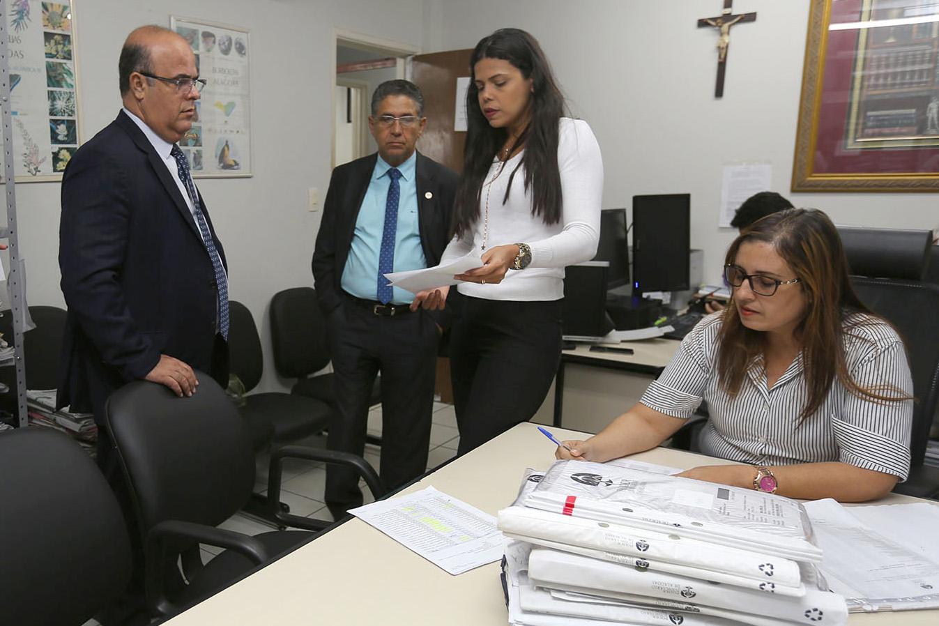 Fernando Tourinho orienta sobre melhor dinamização dos trabalhos da 6ª Vara Cível Residual. Foto: Itawi Albuquerque
