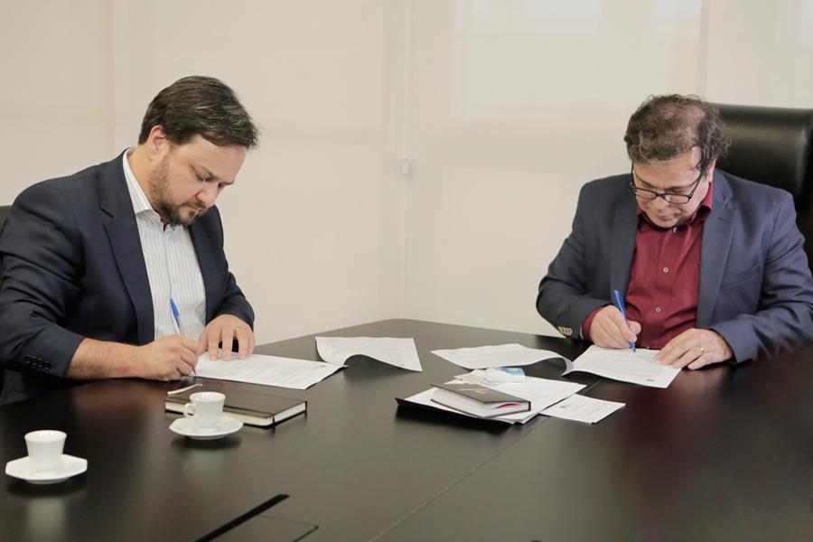 Termo de cooperação foi assinado neste quarta-feira (14), na Presidência do TJAL. Foto: Adeildo Lobo
