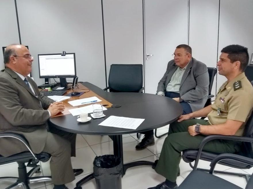 Corregedor recebe visita de representantes do Exército Brasileiro