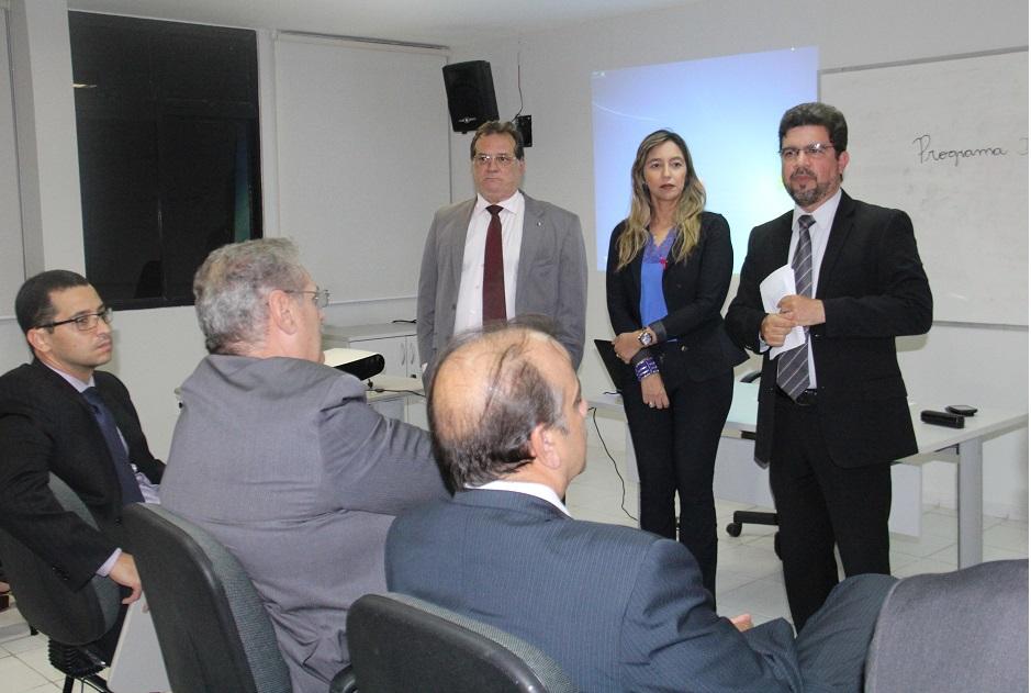 Juízes Carlos Cavalcanti e Ney Alcântara, além da delegada Luci Mônica, participaram do encontro