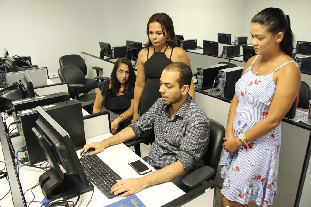 Treinamento ocorreu no laboratório de informática da Esmal.