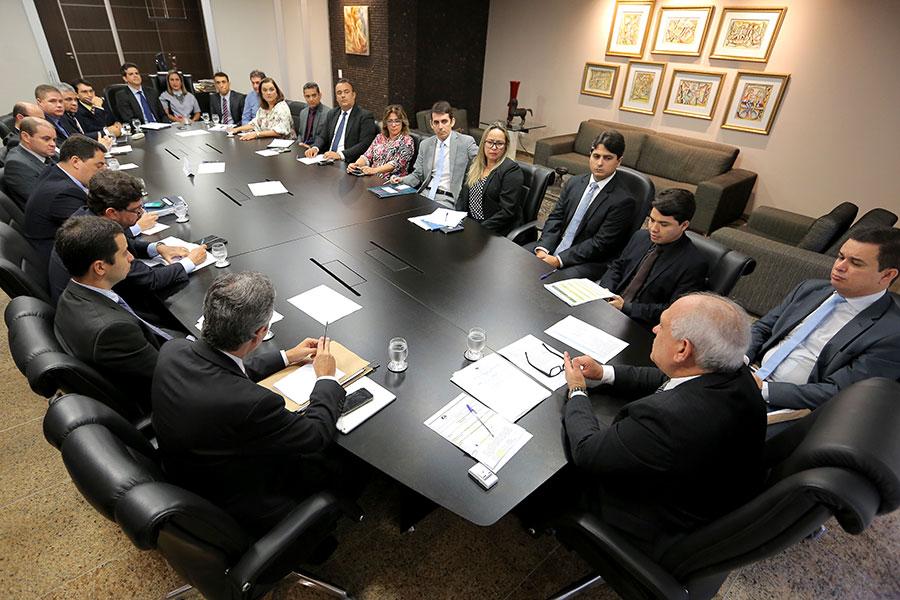 Presidente Otávio Praxedes durante reunião com diretores do Tribunal de Justiça de Alagoas / Foto: Caio Loureiro