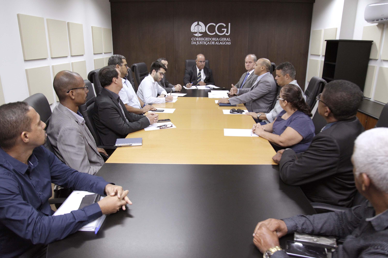 Documentação, legislação e paradigmas de outros Estados da federação foram trazidos a conhecimento da Corregedoria. Foto: Itawi Albuquerque.