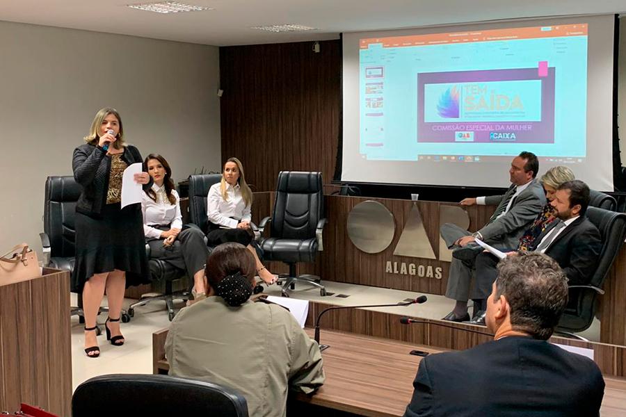 Presidente da Comissão da Mulher da OAB/AL apresenta detalhes do projeto a entidades parceiras.