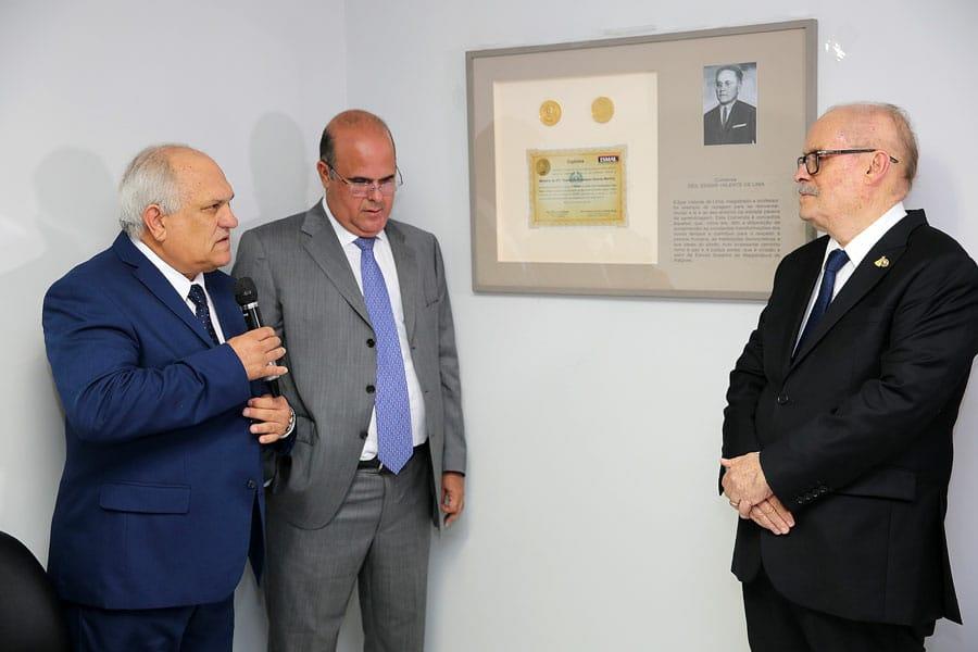 Presidente Otávio Praxedes, desembargador Fernando Tourinho e desembargador Estácio Gama.