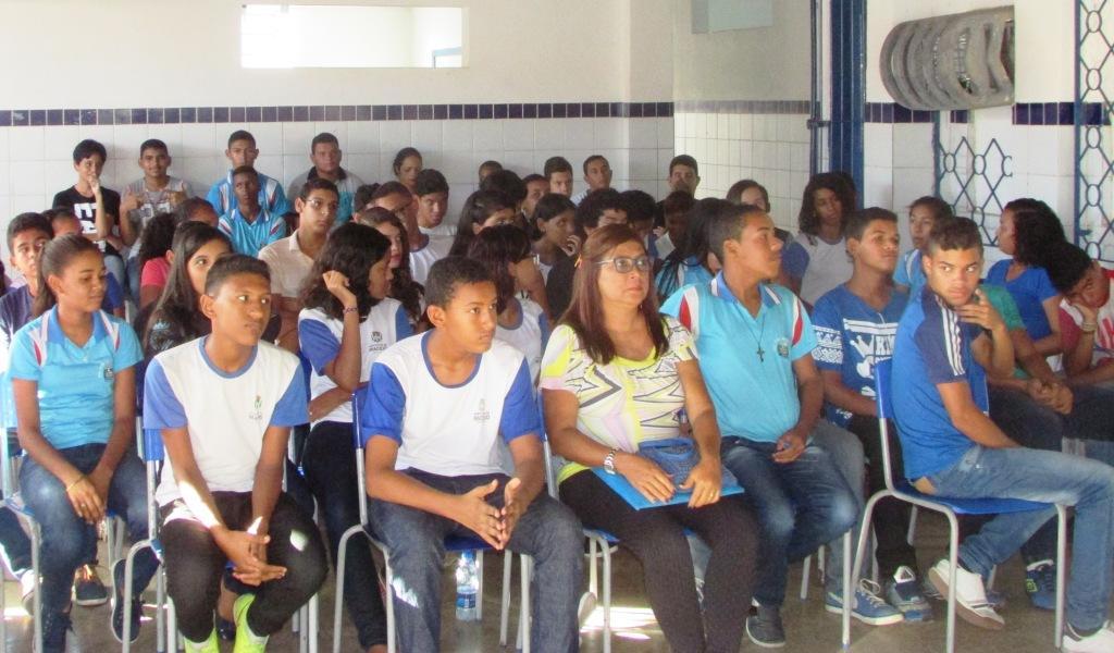 Cerca de 120 estudantes participaram da palestra