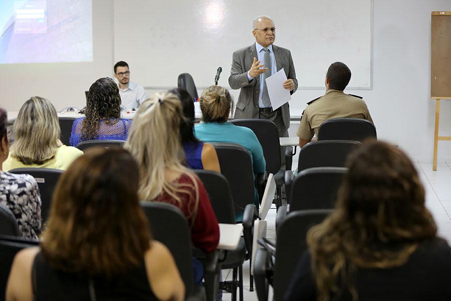 Juiz Maurílio Ferraz apresentou a ferramenta aos mediadores.