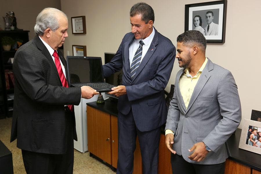 Desembargador Celyrio Adamastor, advogado Adraildo Calado e secretário Manoel Delfino.