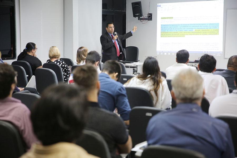 Curso foi conduzido pelo procurador administrativo do TJAL, Rodrigo Bezerra.