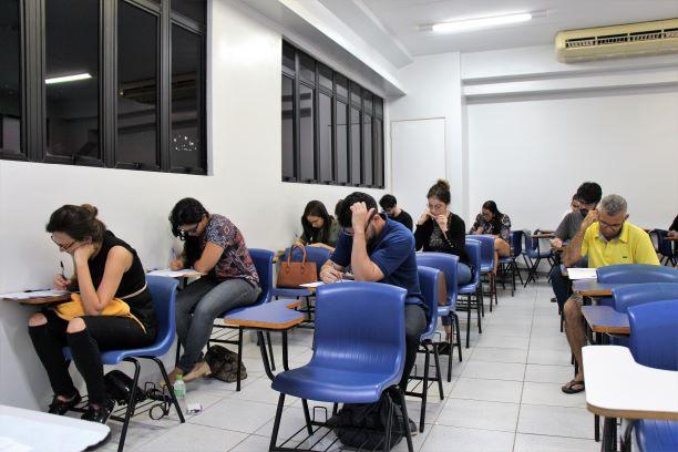 Cerca de 300 candidatos participaram da reaplicação das provas nesta sexta-feira (6)