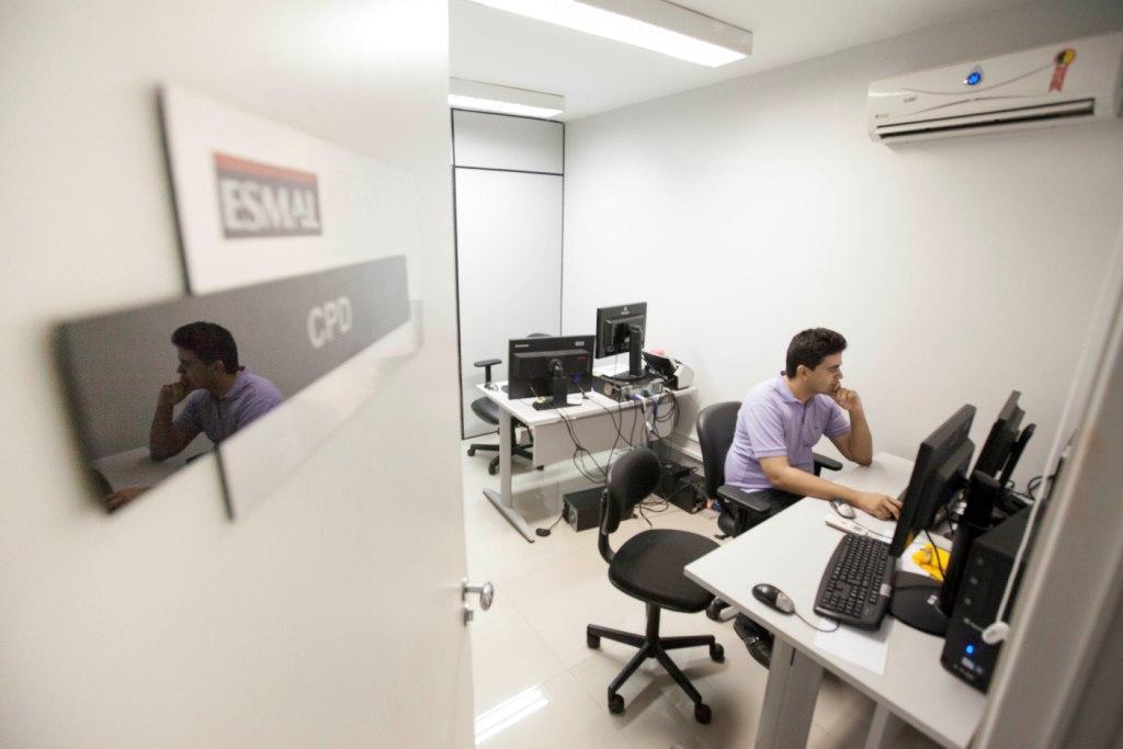 Salas de trabalho receberam móveis mais ergonômicos e modernos. Foto: Itawi Albuquerque