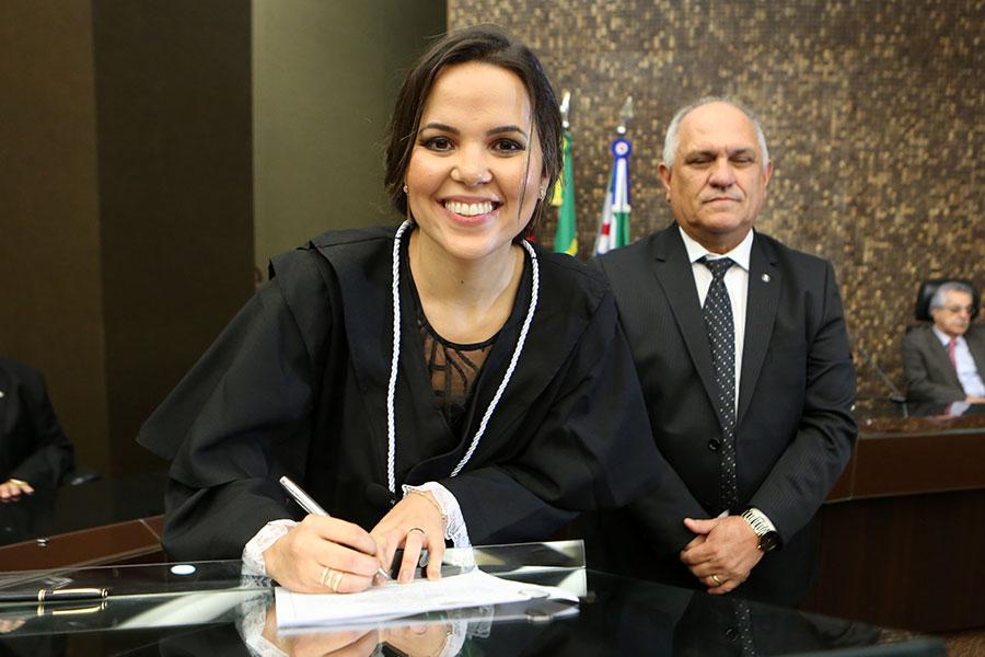 Juíza Lívia Maria Mattos Melo Lima.