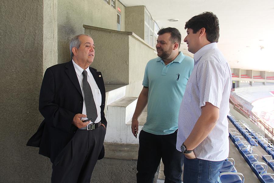 Magistrado é acompanhado por representante da FAF e superintendente do Rei Pelé.