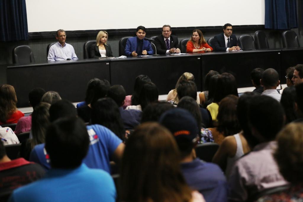 Hélio Pinheiro, coordenador de Projetos Especiais da Esmal, mediou o debate.