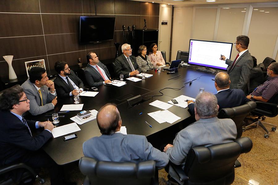 Assessor-chefe da APMP, Clóvis Gomes, apresentou os avanços do planejamento estratégico. Foto: Adeildo Lobo