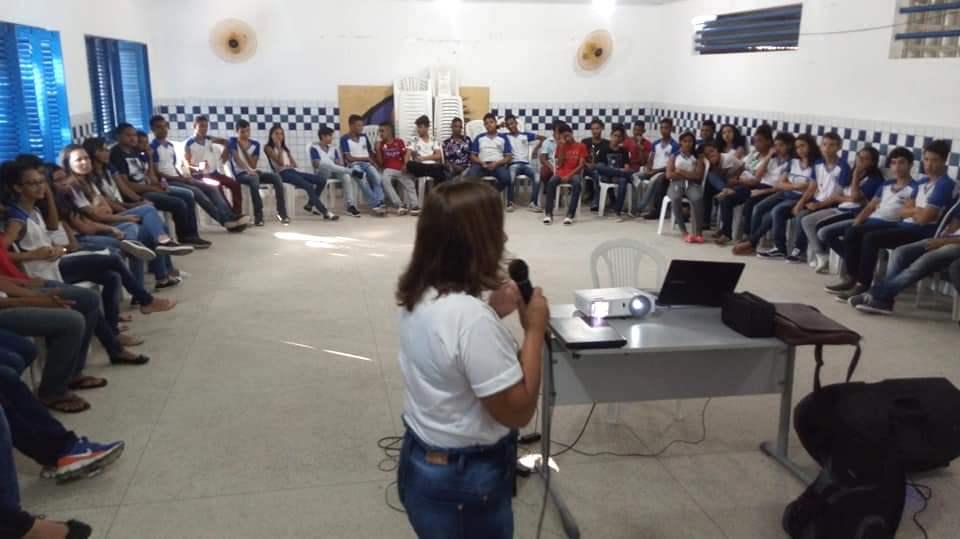 'Construtor da Paz': Esmal e Maceió Voluntário visitam escolas da rede pública