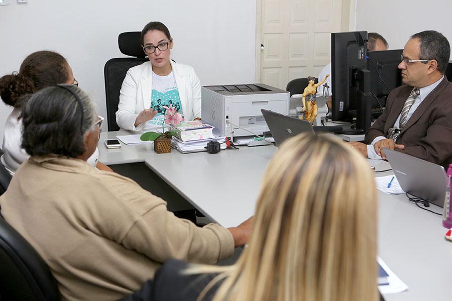 Juíza Isabelle Sampaio conduziu audiências no Juizado da Mulher de Arapiraca (Foto: Caio Loureiro)