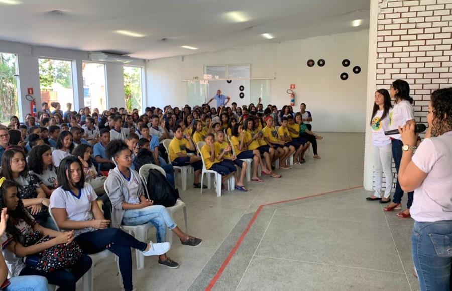 Aproximadamente 400 estudantes da rede pública participaram do evento.