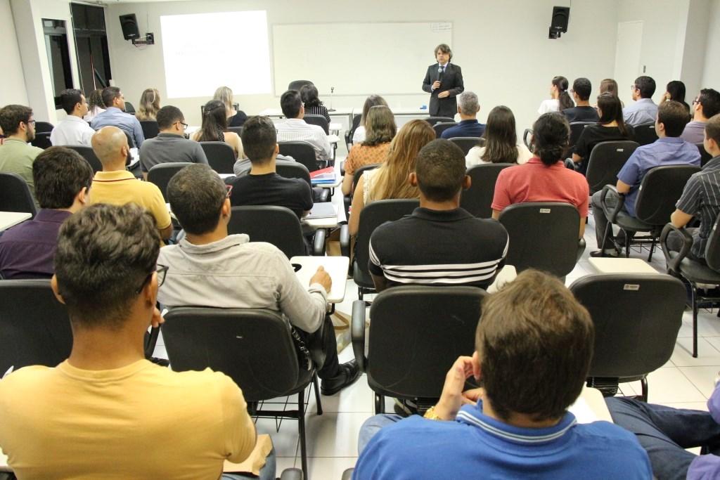 Juiz Alberto Jorge Correia ministrou primeira palestra do dia para novos servidores.