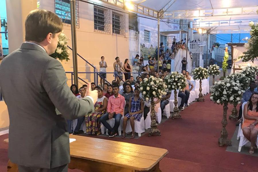 Juiz Guilherme Bohm conduz cerimônia em Igreja Nova.
