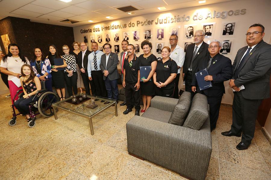 Servidores e representantes das unidades foram premiados nesta quarta (3) na Presidência do TJAL.