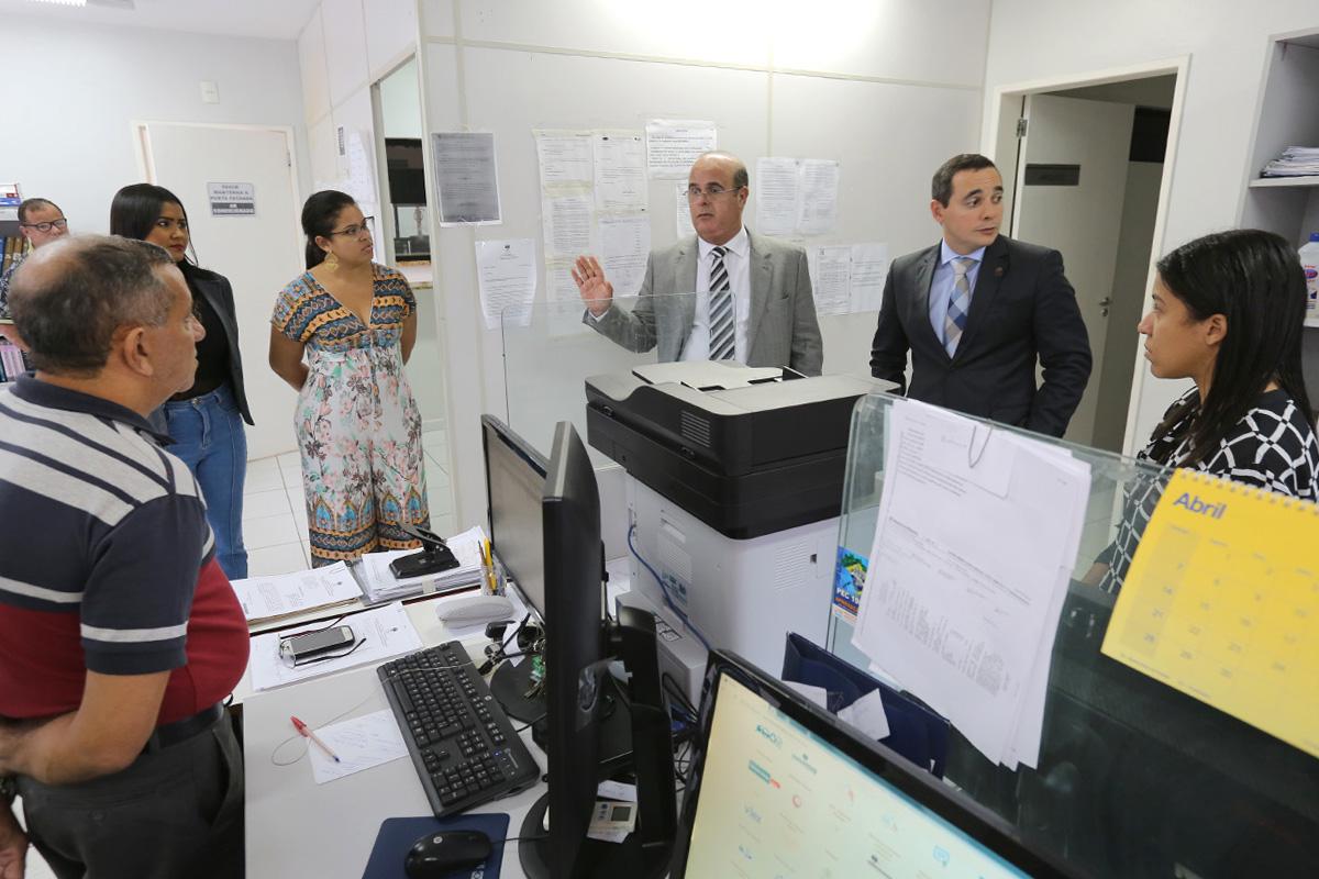 Tourinho orienta servidores sobre correição e analisa fóruns do interior