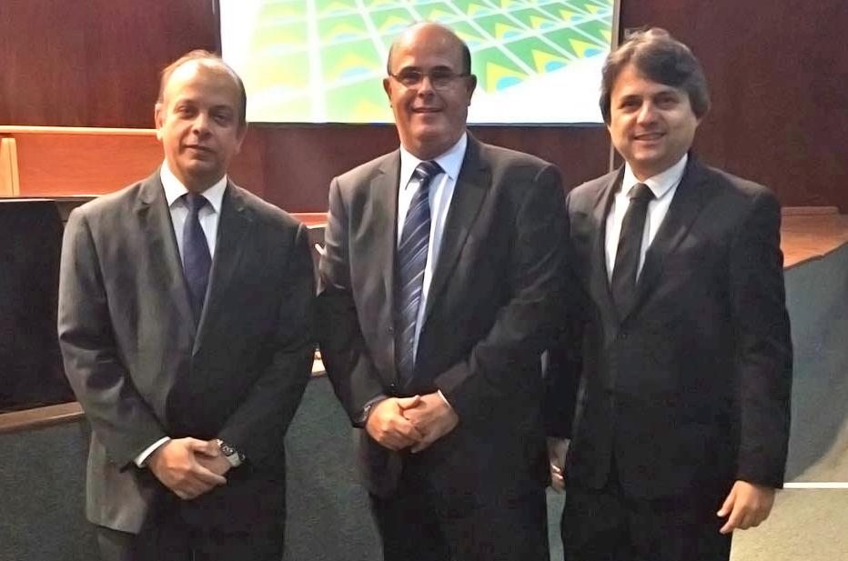 Manoel Cavalcante, coordenador geral de cursos; Fernando Tourinho, diretor-geral; e Alberto Jorge Correia de Barros Lima, coordenador de cursos para magistrados da Esmal