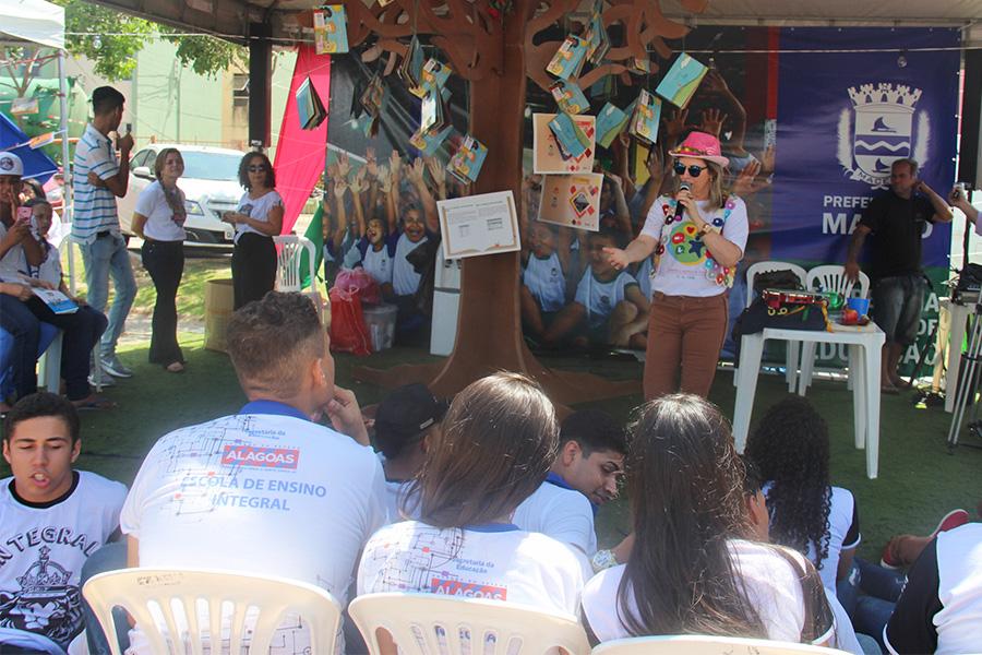 Esmal participa da Flijaça promovendo atividades lúdicas.