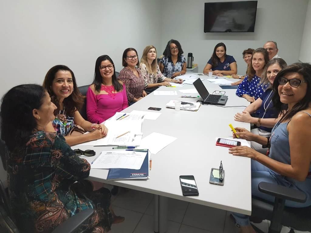 Cidadania: comissão julgadora do concurso de redações se reúne na Esmal