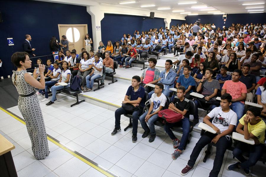Mais de 300 alunos de escolas públicas estaduais e municipais participaram da ação. (Foto: Caio Loureiro)