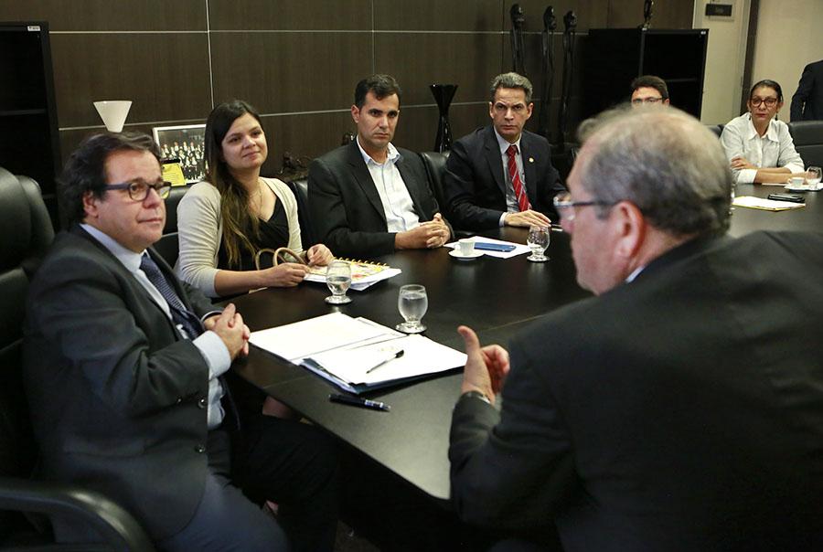 Desembargador Tutmés Airan ouviu as propostas apresentadas pelo Estado.
