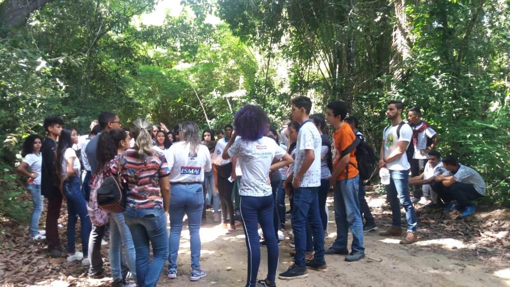 Alunos das escolas públicas durante passeio no Parque Municipal de Maceió.