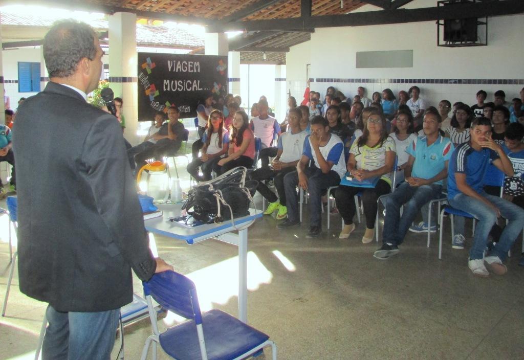 Juiz André Gêda orientou os estudantes sobre o que fazer em caso de bullying.