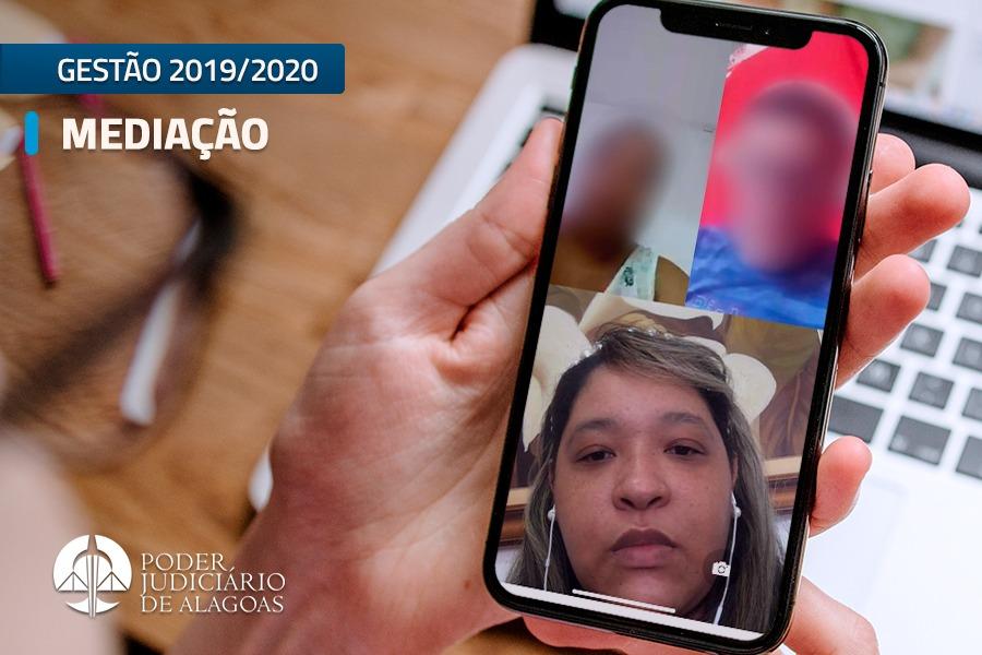 Thasiana de Fátima Siqueira conduzindo mediação virtual.