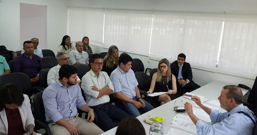 Desembargador Paulo Lima recebeu representantes de instituições na sede da Corregedoria