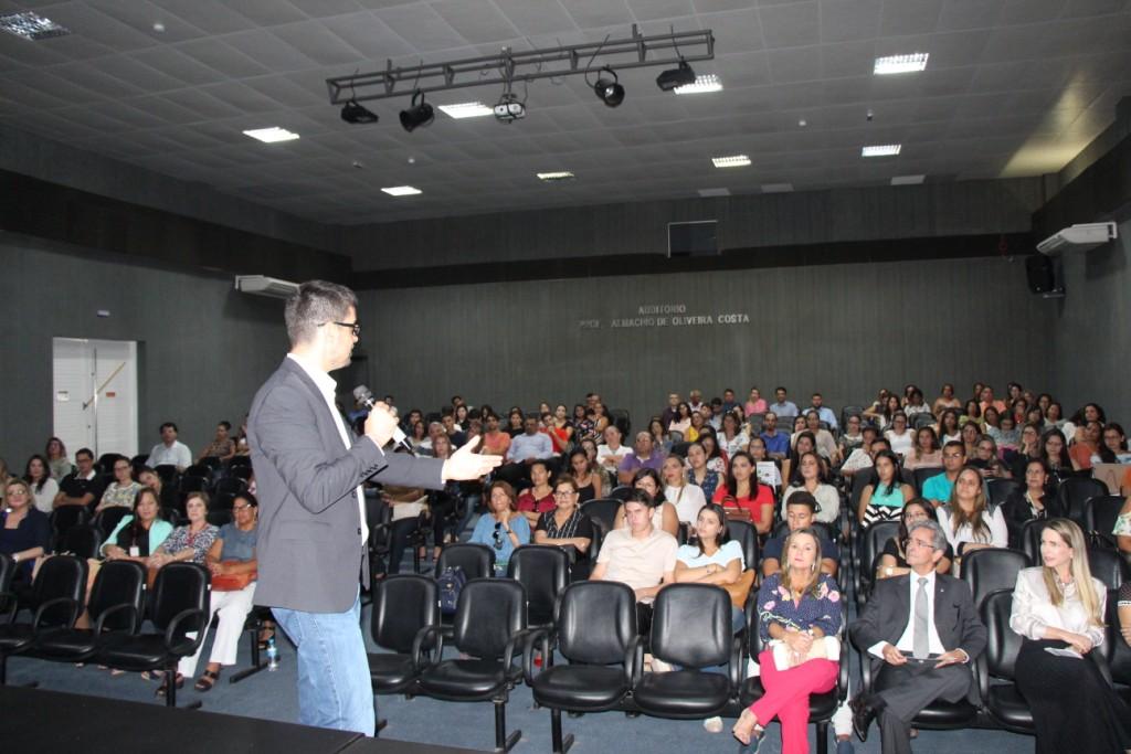 Felipe Lima conduziu os servidores em uma jornada rumo ao autoconhecimento.