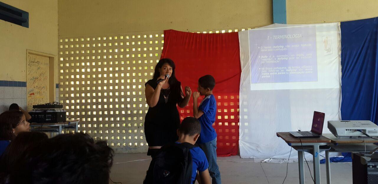 Psicopedagoga Zirleide Moura tirou dúvidas dos estudantes sobre o assunto.
