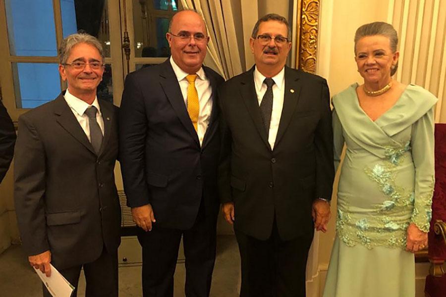 Desembargadores Fábio Bittencourt e Fernando Tourinho com o novo presidente do TJPE e sua esposa.