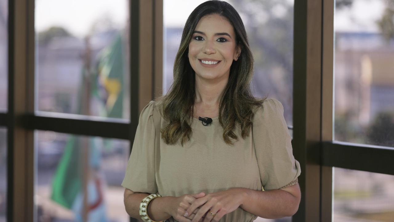 Repórter Lídia Lemos, da TV Tribunal.