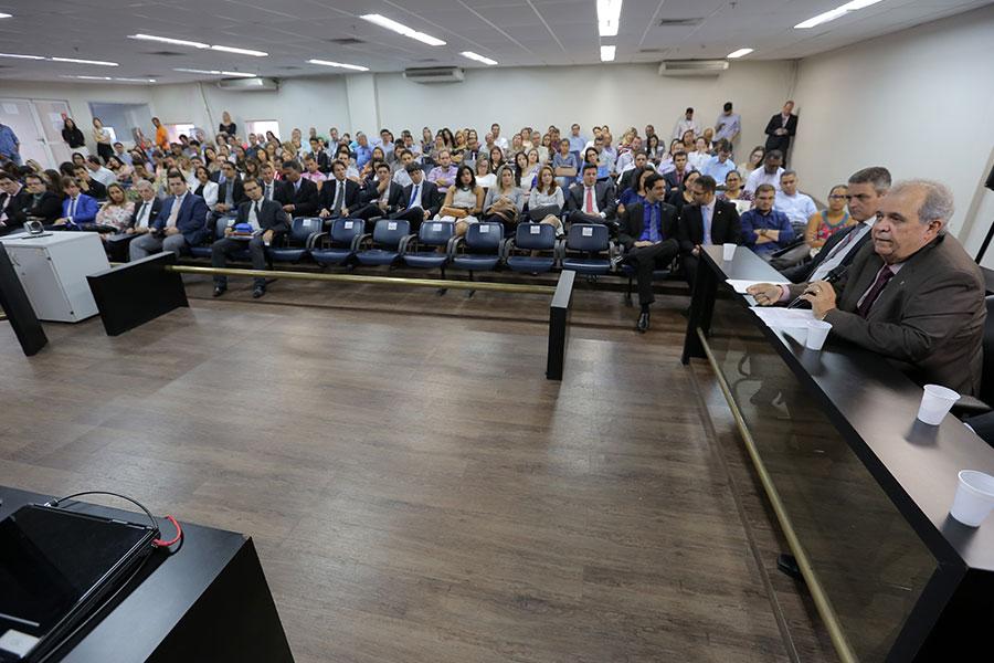 Vice-presidente Celyrio Adamastor discursa na abertura de evento. Fotos: Caio Loureiro.