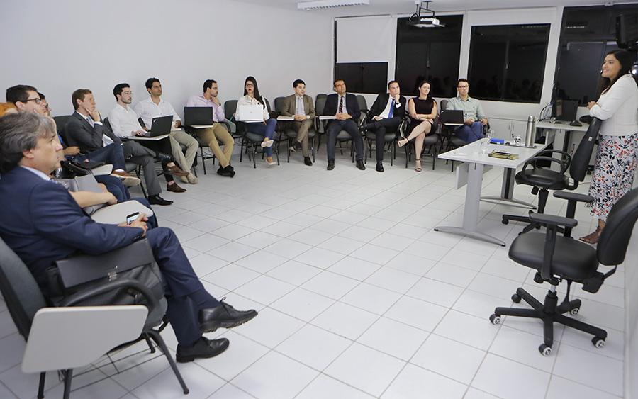 Professora  Vivianny Kelly Galvão deu início à capacitação de magistrados.