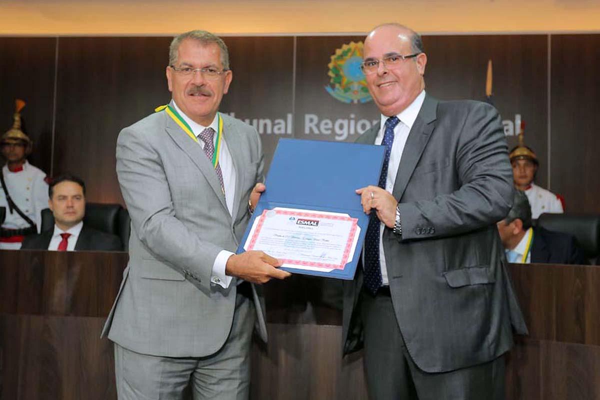 Ministro Humberto Martins, vice-presidente do STJ, e desembargador Fernando Tourinho, diretor da Esmal