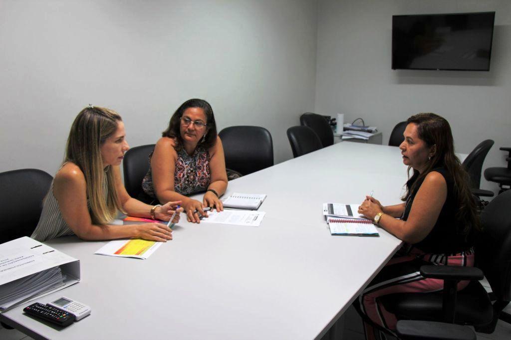 Juíza Luciana Raposo, Cláudia Albuquerque e Gisete Lima iniciaram planejamento de cursos em parceria para 2019.