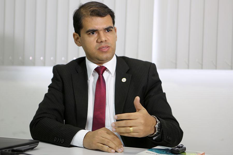 Juiz Kleber Borba Rocha, titular da 1ª Vara de Santana do Ipanema.