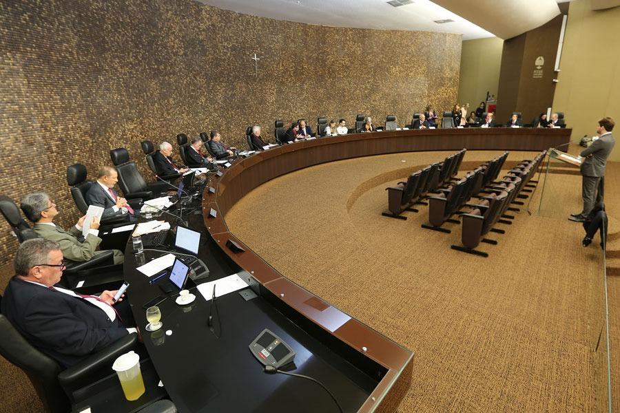 Desembargadores, durante sessão administrativa, no Pleno do TJAL. Foto: Caio Loureiro