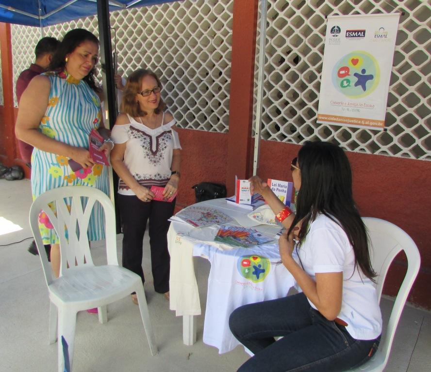 Luzia Rodrigues, que atua no PCJE, tirou dúvidas sobre o Programa