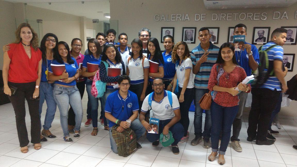 Estudantes da Escola Estadual Tavares Bastos e servidoras do PCJE, da Esmal.
