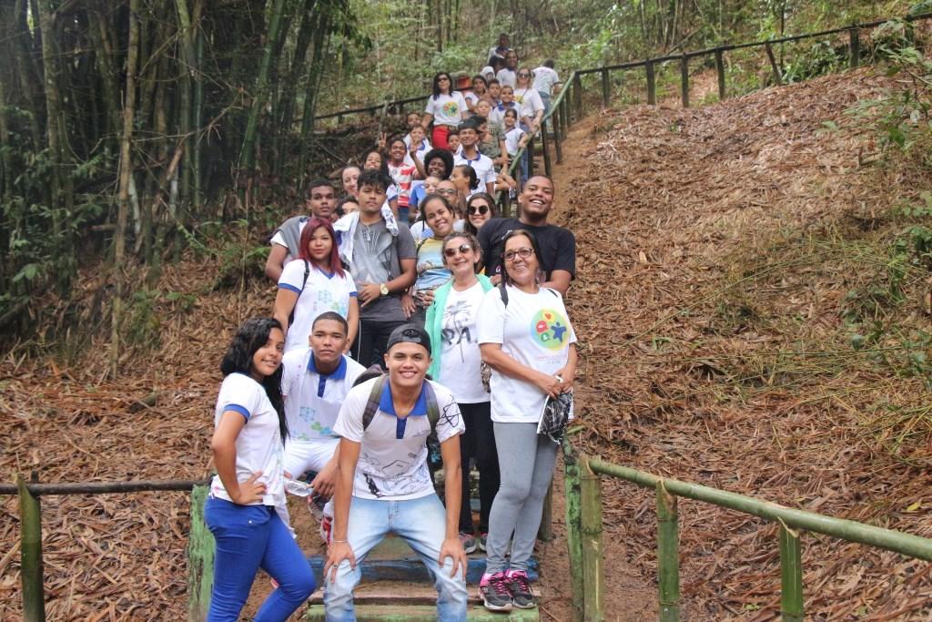 Alunos da Escola Estadual Anaias de Lima durante passeio no Parque Municipal de Maceió.