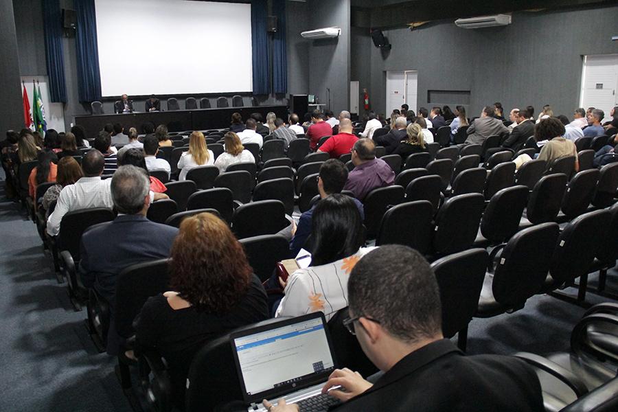 Palestras ocorrem no auditório da Escola da Magistratura, no Farol.